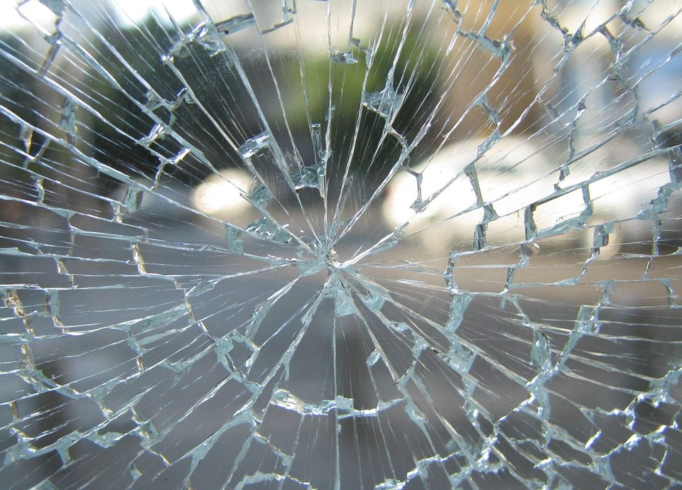 Can cracked window glass be repaired?